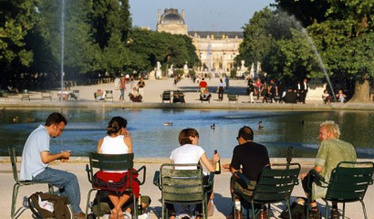Enjoy sunny days at the Jardin des Tuileries